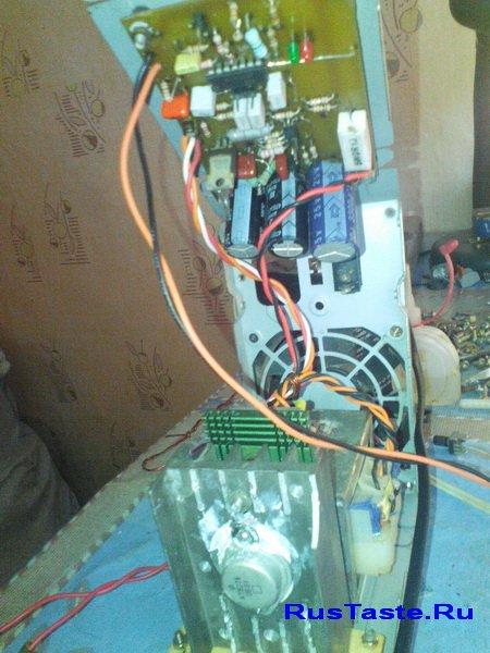 Печатная плата зарядки установлена под верхом