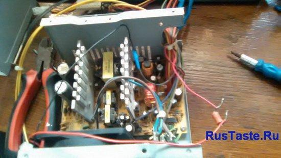последовательно вентилятору резистор 30-50Ом 2Вт