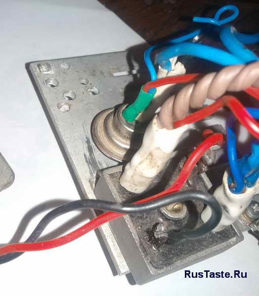 Зарядное для автомобильного аккумулятора. Диодный мост и тиристор вынесенные на радиатор