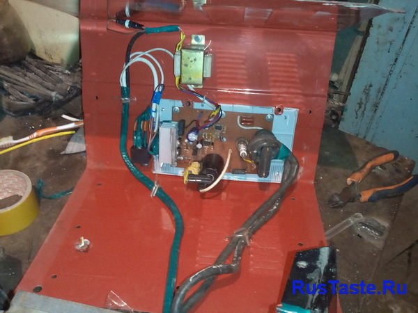 Установка трансформатора питания, стабилизатора, реле и осциллятора