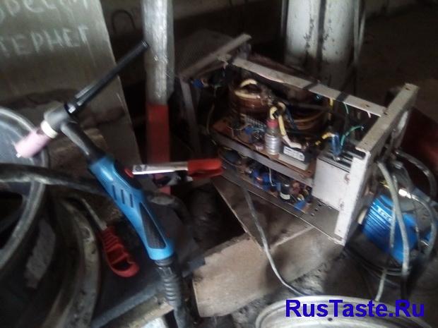 Самодельный сварочный аргонодуговой аппарат для алюминия на своем рабочем месте