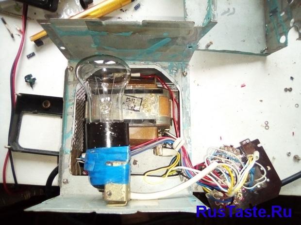 Подключение всех проводов, переключателей и лампы